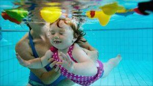 trẻ mấy tuổi có thể học bơi được