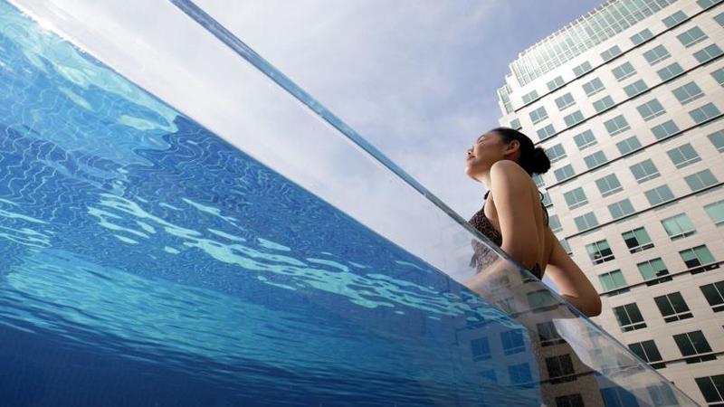 Hồ bơi khách sạn INTERCONTINENTAL