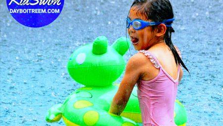 Bơi lúc trời mưa có an toàn không