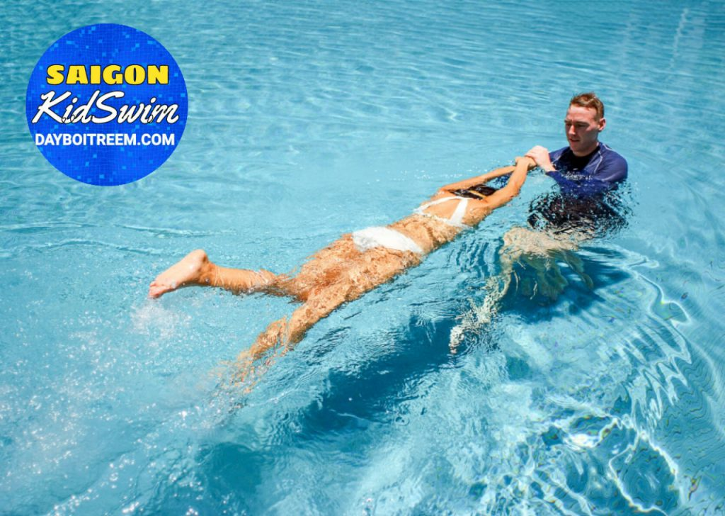 dạy bơi cho sinh viên